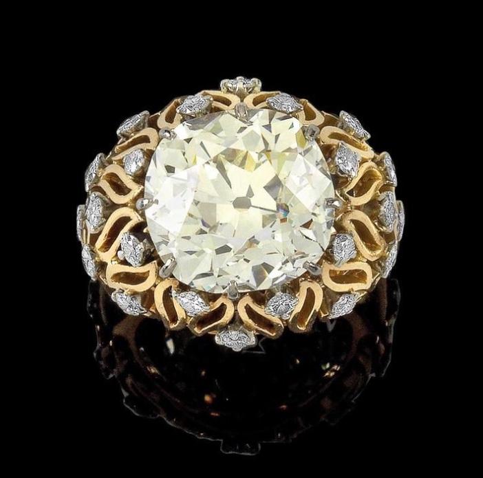 Ring aus Gelbgold mit in Platin gefassten Brillanten und Altschliffbrillant (zus. ca. 9,70 ct) Rufpreis: 34.000 EUR