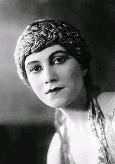 Olga Khokhlova år 1916. Foto via Wikimedia Commons.