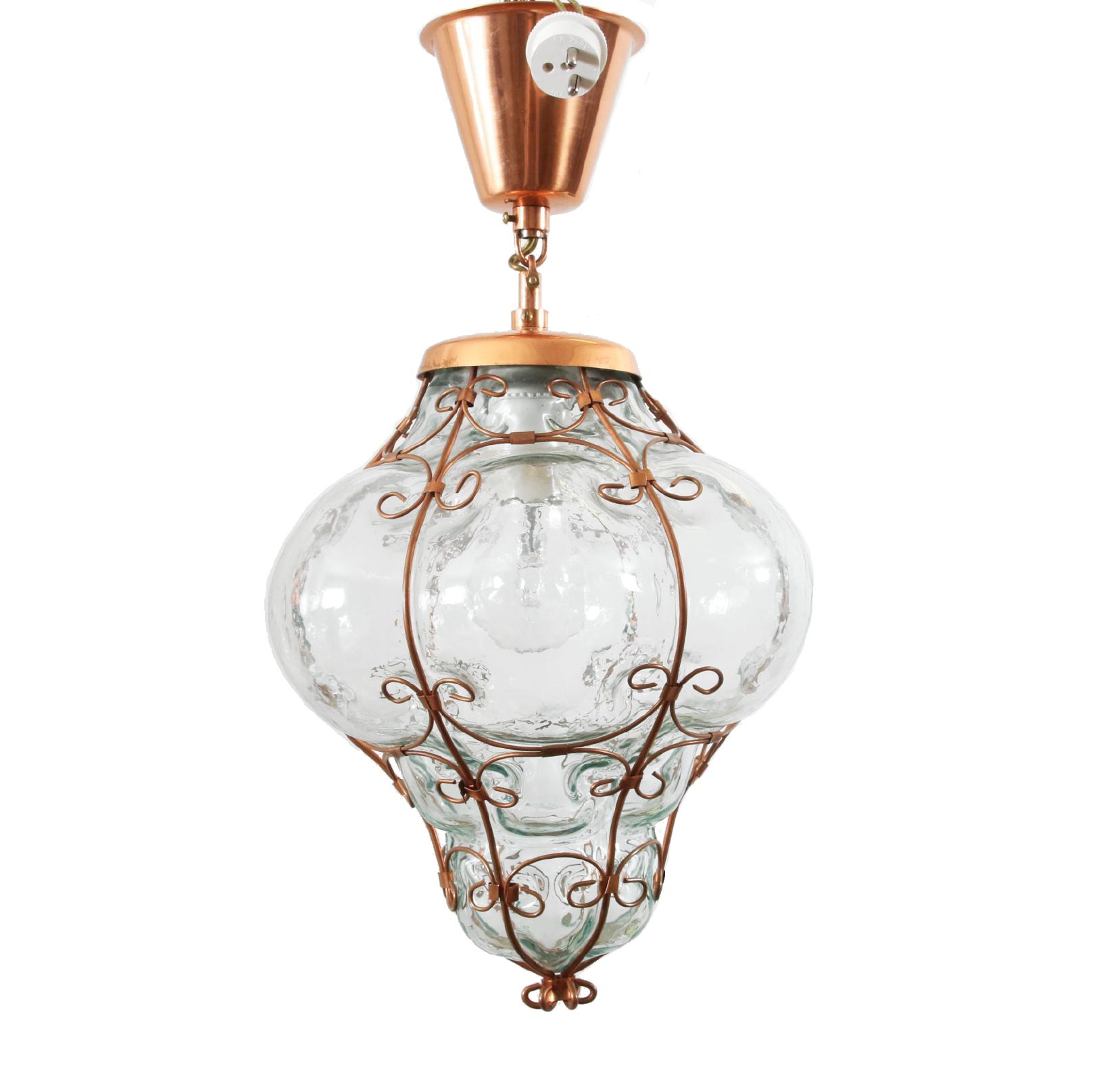Taklampa, 1900-tal Koppar och glas. (Höjd 40) Utrop: 100 sek. Dalarnas auktionsbyrå
