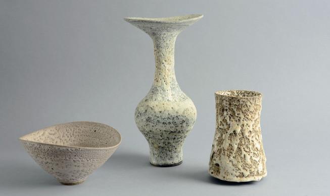 Verschiedene Objekte von Lucie Rie | Foto via freeformsnyc.com