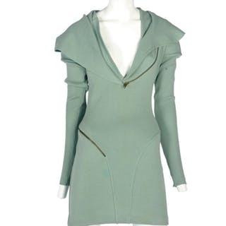 AZZEDINE ALAÏA (1940-2017) - Seltenes Kleid mit Kapuze, um 1986 2008 Verkauft bei Christie's für 12.800 USD