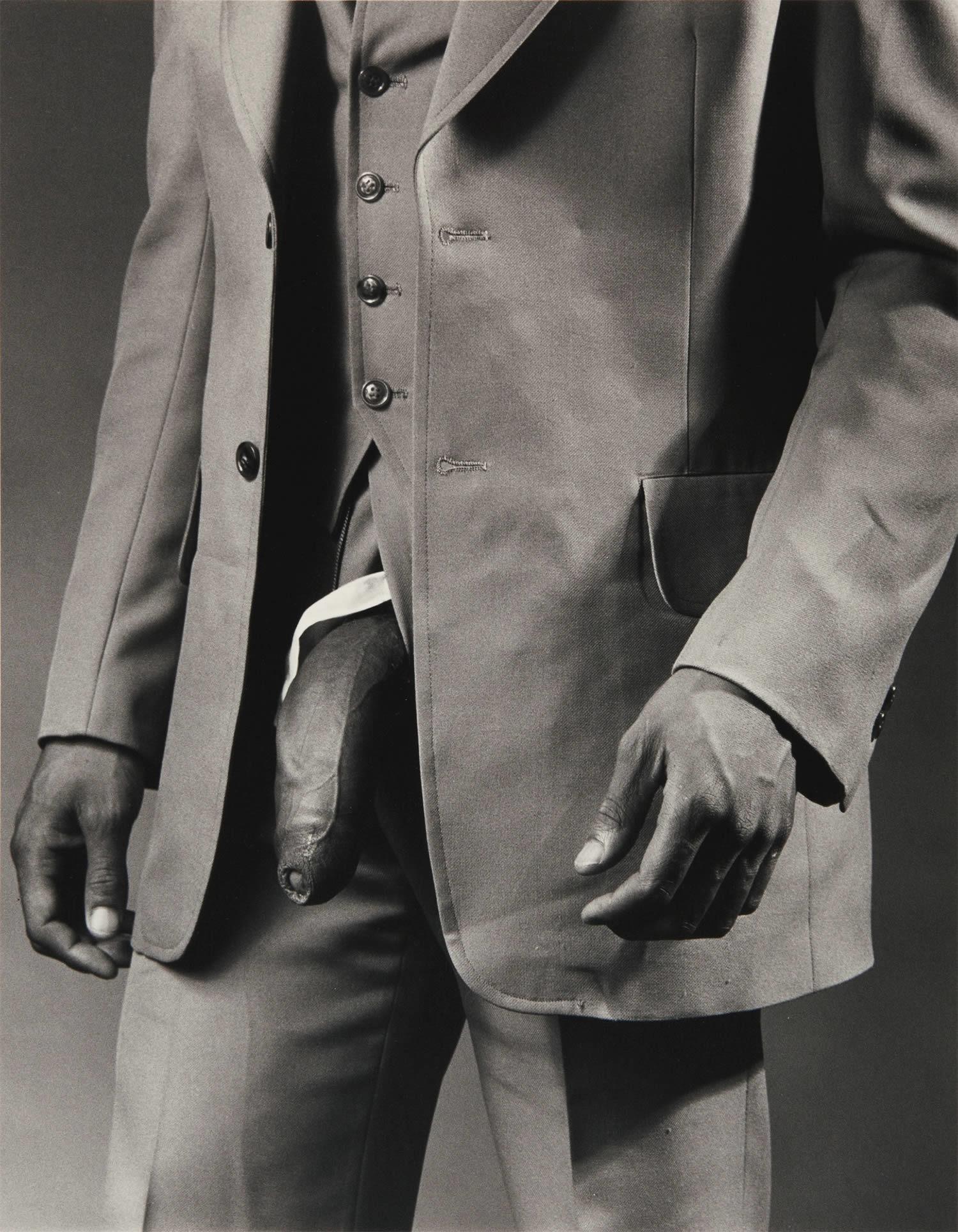 Man in Polyester Suit av Robert Mapplethorpe platsar helt klart på listan. Se vilka de andra verken är.