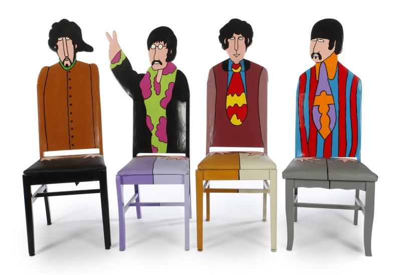 Chaises Beatles par Todd Fendos John, Paul, Ringo et George En vente chez Julien's Auctions
