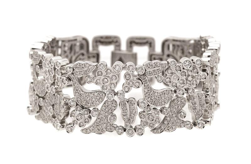 Espléndida pulsera en oro blanco con calado de diamantes talla brillante engastados en garras y chatón