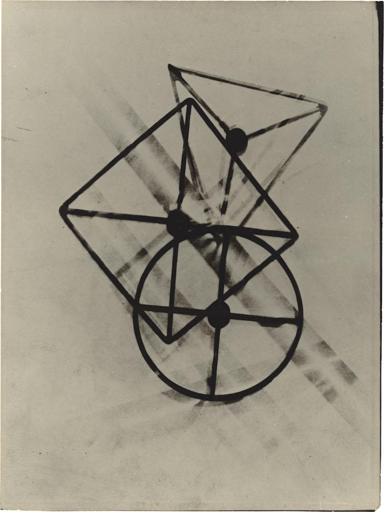 László Moholy-Nagy. Untitled (positive photogram), Dessau. 1925 Vintage. Positive photogram from negative original photogram on silver gelatin paper.  Precio mínimo estimado: 80 000 EUR Grisebach