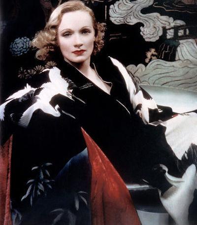 Marlene Dietrich, bekannt für ihren revolutionären Modegeschmack in den 1930ern