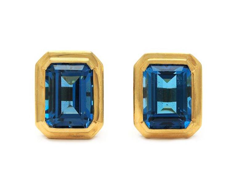 MANSCHETTKNAPPAR. 18K guld, 2 blå topaser ca 15 ct, vikt 13,2 g. Utropspris 5000 SEK. Kaplans