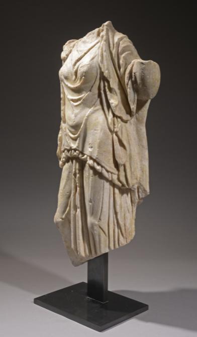Art romain, 2e ou 3e siècle ap JC. Statue romaine acéphale en marbre blanc représentant une divinité