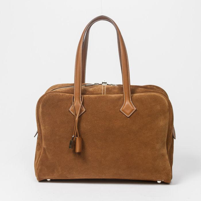 Bolso HERMÈS, modelo Victoria II en piel de becerro de color marrón. Precio estimado: 2250-3000 €