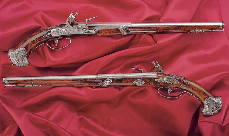 Ett exceptionellt par flintlåspistoler av Pietro Manani. Utrop: 138 000 SEK