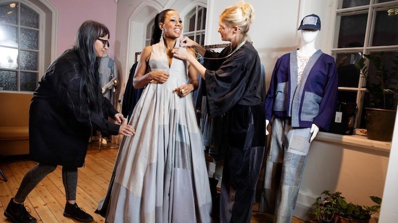 """""""Modeministern"""" vet vad hon gör. Återvunnet och svensk design i en oslagbar kombination med tydligt budskap"""
