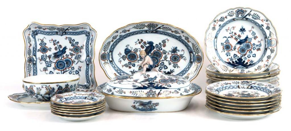 MEISSEN - Speiseservice für 6 Personen mit blauem Vogelmotiv und Goldstaffage, 22 Teile, um 1860 Limit: 1.400 EUR