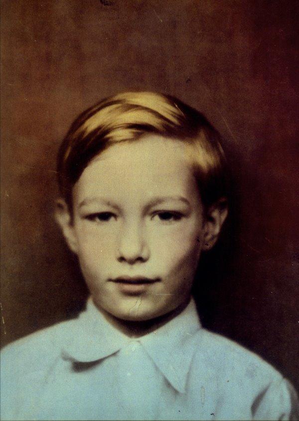 Der junge Andrew Warhola Jr.   Foto via artnet