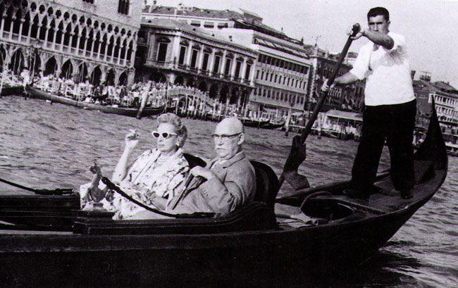 Baroness Kuffner (Tamara) avec son second mari, Raoul Kuffner, Venise, 1962, image via Pinterest