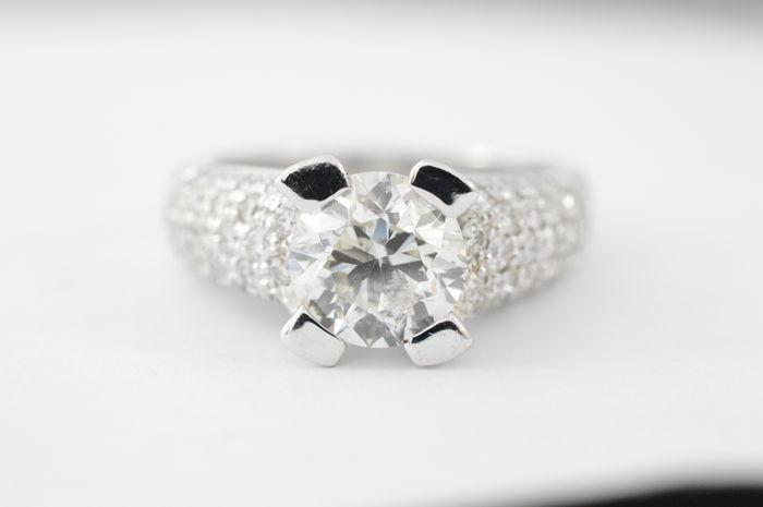 Ring med briljantslipad diamant, ca 2,00 karat, vitt guld. Utropspris: 176 000 Sek. Catawiki
