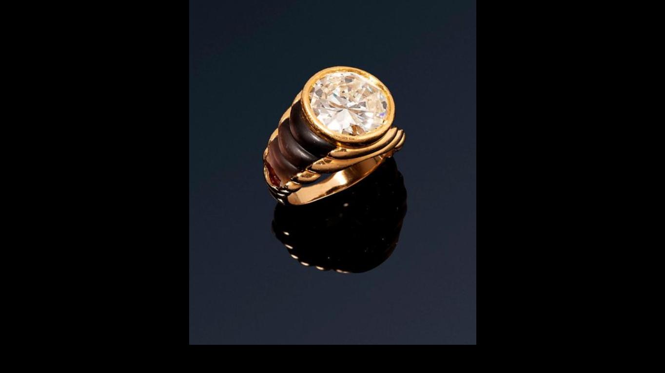 Anillo de oro amarillo y diamante
