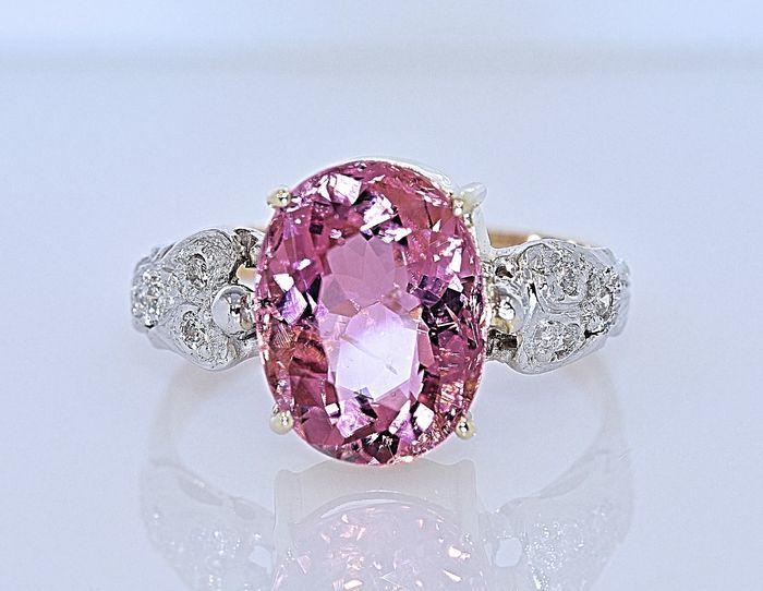 Anillo de oro blanco y amarillo con turmalina rosa y diamantes