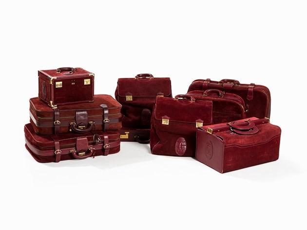 Les Must de Cartier, nio läderväskor, Paris, 1990s. Utrop: 65 000 SEK. Auctionata
