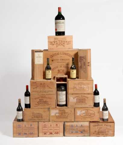 """""""Caisse Prestige""""  Millésime 1990 comprenant 2 bouteilles de Lafite Rothschild (1er GC Pauillac), 2 Latour (Pauillac), 2 Mouton-Lafite (1er cru Pauillac), 2 Margaux (1er GC Margaux), 2 Cheval Blanc (1er GC Saint-Emilion), 2 Pétrus (1er cru exceptionnel, Pomerol) Prunier Auction"""
