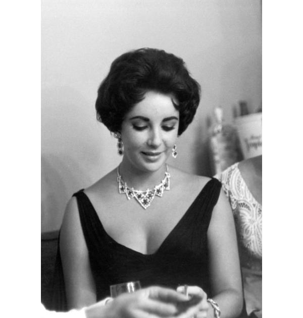 Schmuckliebhaberin Elizabeth Taylor mit Pretiosen von Cartier