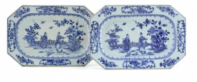 All kinesisk porslin är inte dyr. De oktagonala uppläggningsfaten i blåvitt porslin föreställande trädgårdscen med två kvinnor från omkring 1800 ropas ut för 1 500 kronor
