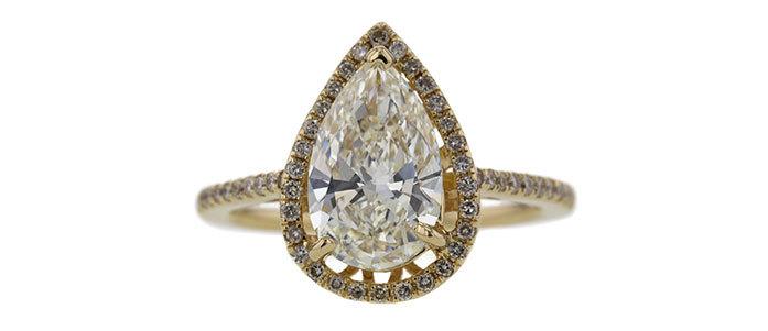 Ring med droppslipad diamant, 2.04 ct. Såldes för 425 000 kronor.