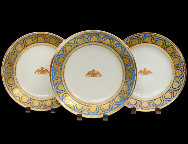 """Set of 3 Russian Imperial Factory Porcelain Plates 1855-1881. From the """"Ropsha"""" service. Each marked underside with green printed factory mark. Diameter 9 1/4""""."""