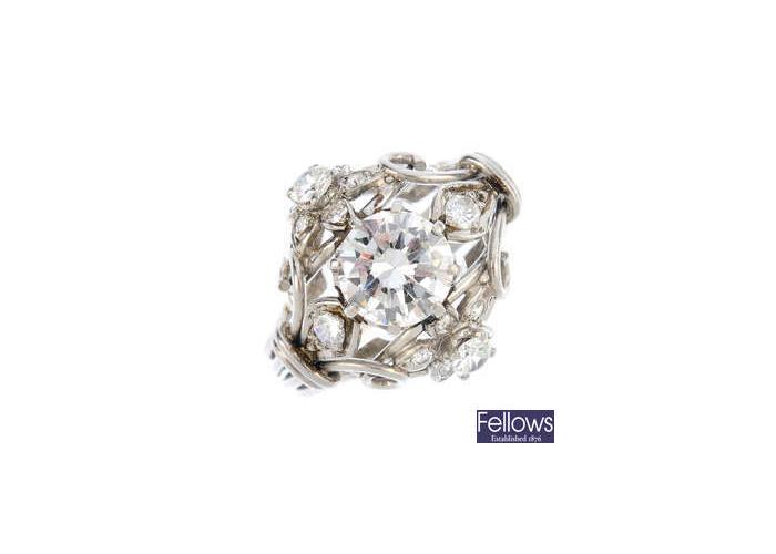 Anillo de diamantes de diseño calado