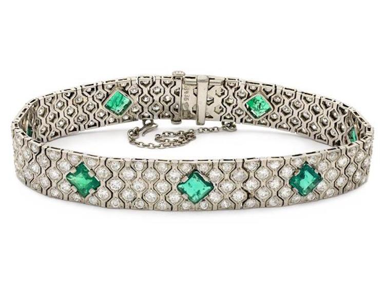 Armband, Cartier, platina, 7 smaragder, 177 mediumslipade diamanter, Art Deco, 1900-talets första hälft Utrop: 230 000 SEK Kaplans Auktioner