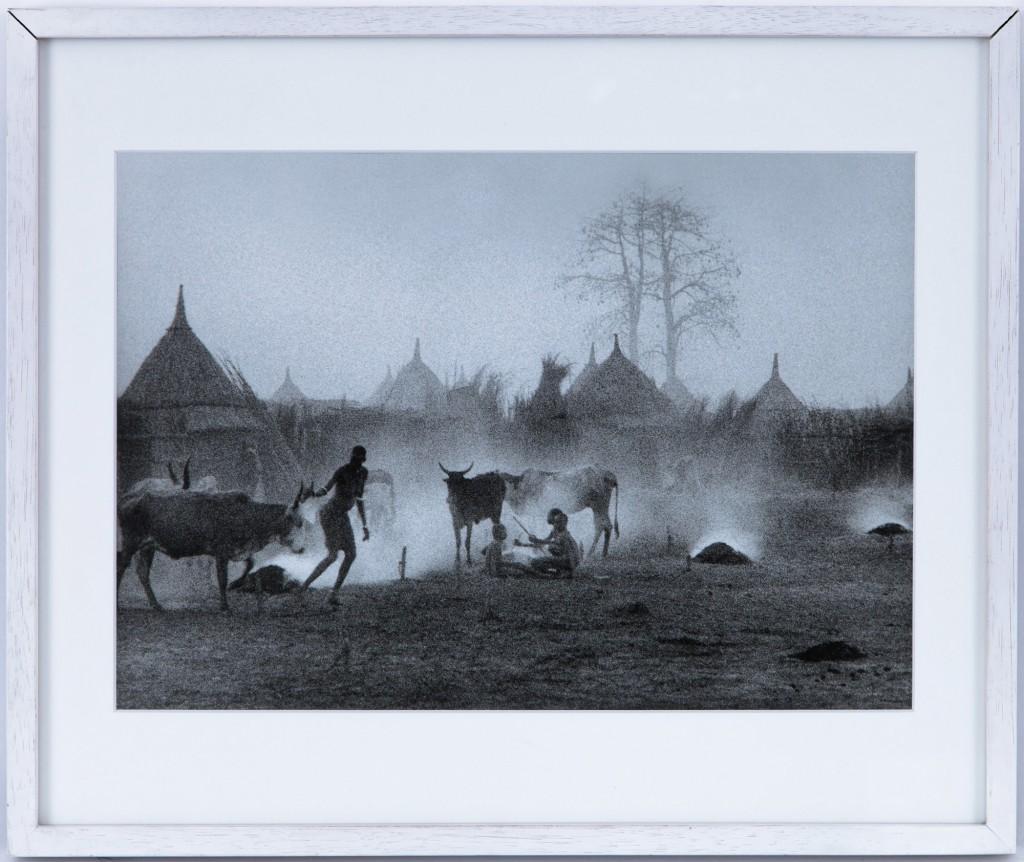 """Jean-Baptiste Sevette (XXe-XXIe s.), """"Tribu Nuer, Sud Soudan"""", tirage argentique, signé, titré et daté 1977 au verso"""