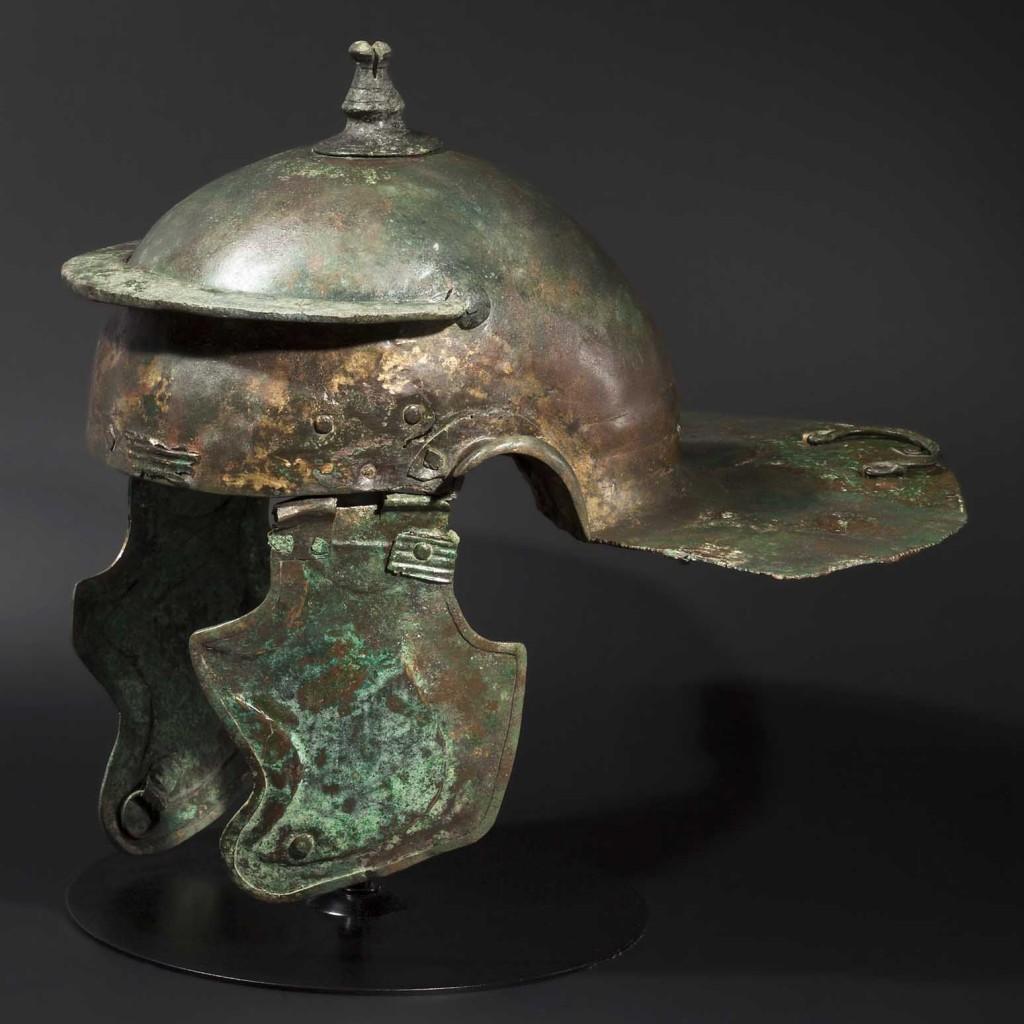 Casque romain de type Weisenau, début du 2ème siècle Estimation: 25 000 EUR