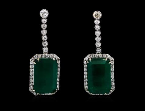 Pendants d'oreilles émeraudes et diamants