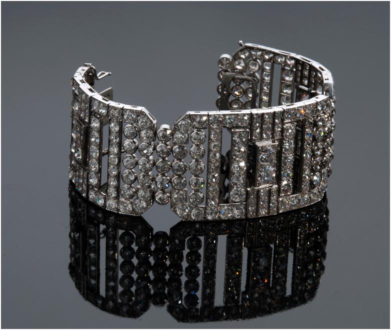Art Deco style and period diamond platinum bracelet with geometric links and diamonds, France 1920s. Estimate: 50 000 – 60 000 EUR