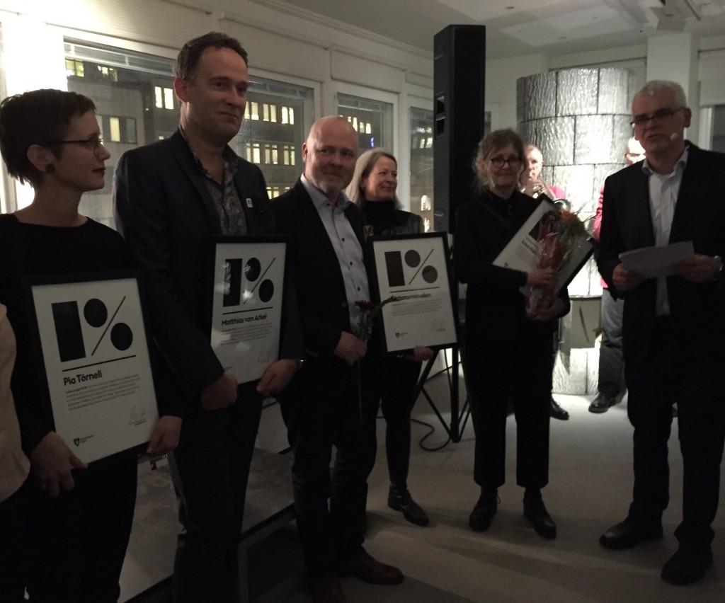 onstnärerna Pia Törnell, Matthias van Arkel, Värtahamnens Karl Lagerlöf, konsulten Annika Sveholm, konstnären Lisa Gerdin och Stockholm konsts chef Mårten Castenfors på prisutdelningen.