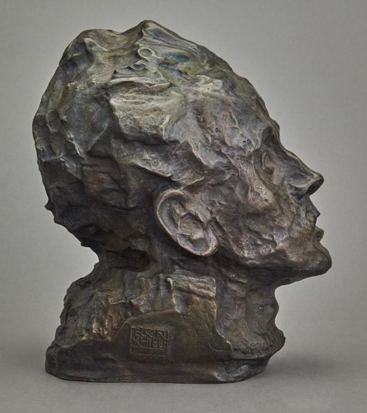 Egon Schiele, autoportrait, bronze à patine, via Pinterest