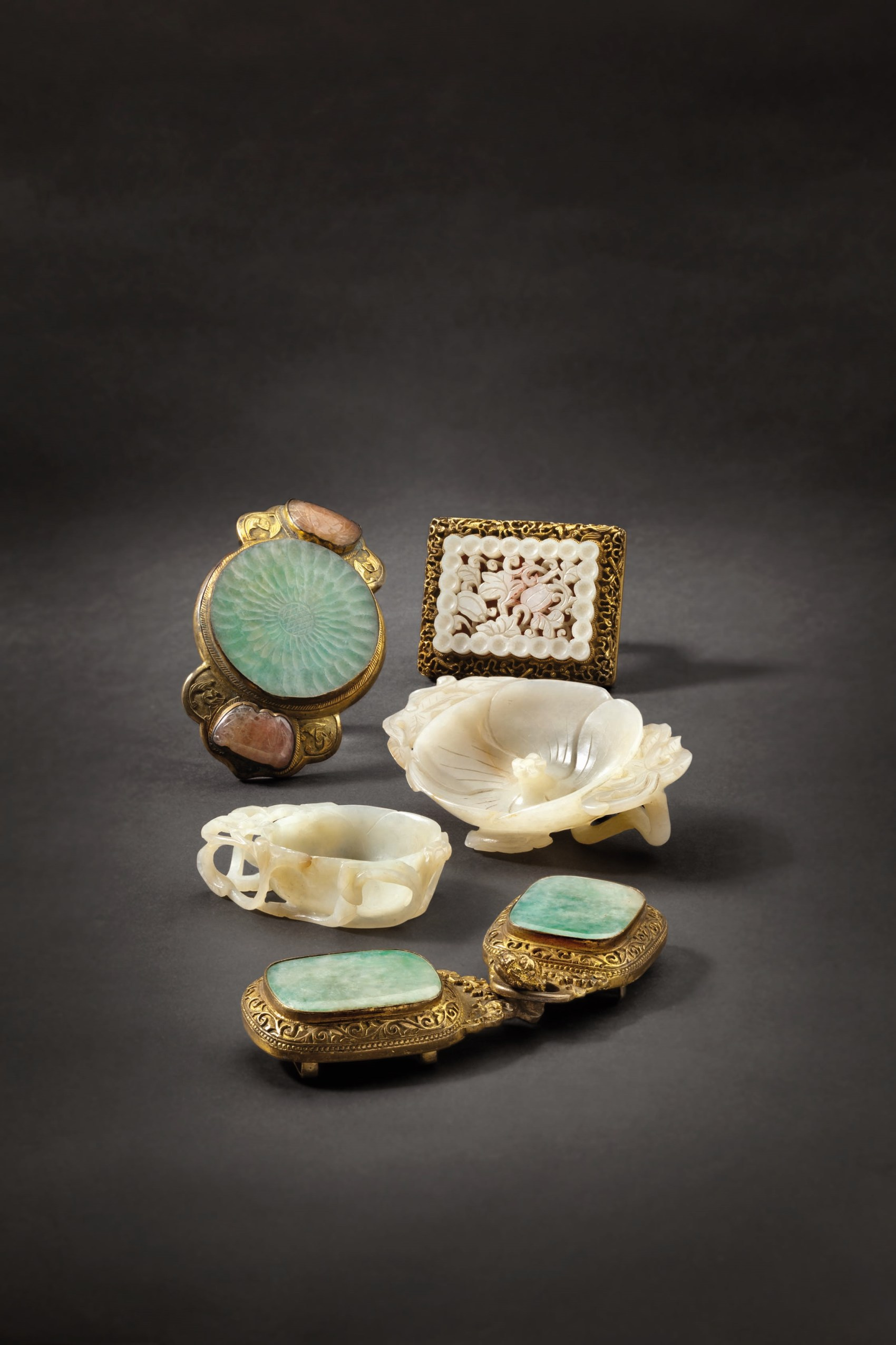 HH_69_LotNo_2768_Chinese_belt_buckle_1400_Jade_Objects