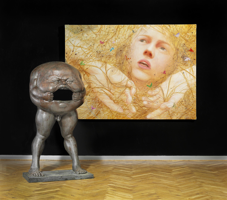 Fang Lijun: « No 4 », 2008, huile sur toile, et Chen Wenling, « China Today » 2006, sculpture en bronze, image ©Bruun Rasmussen