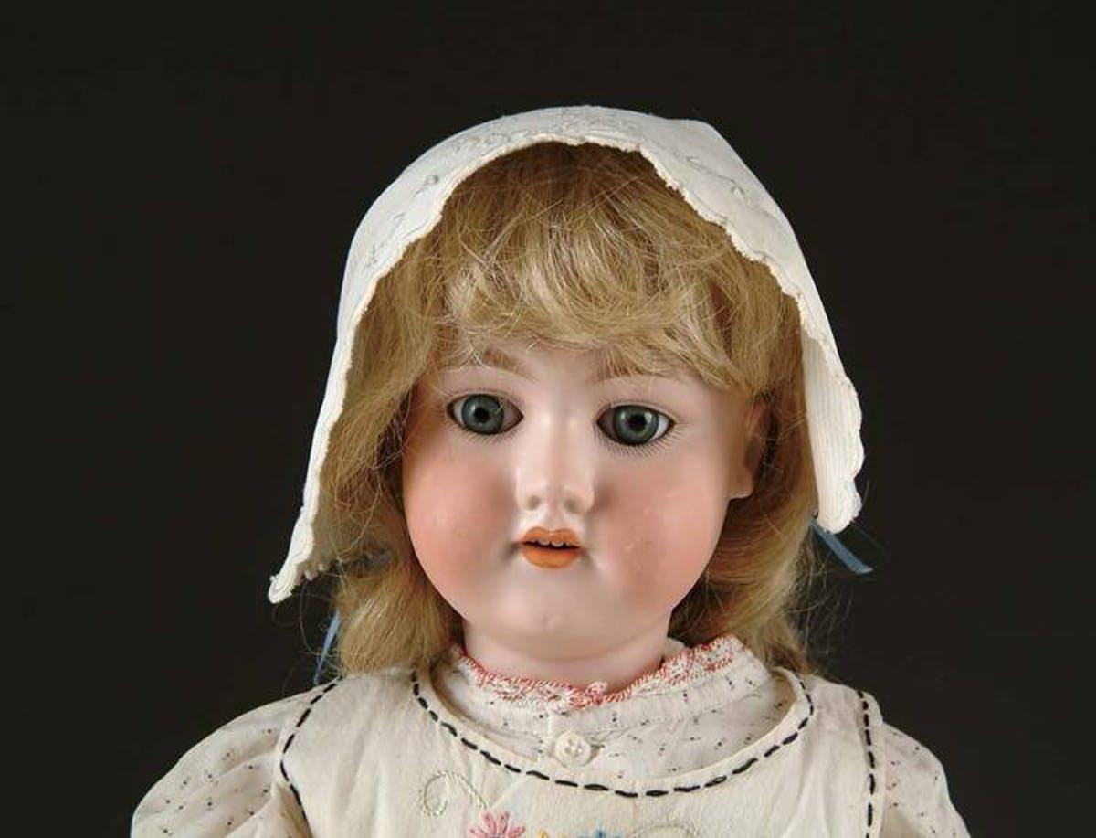 ARMAND MARSEILLE. Muñeca de porcelana. Imagen vía: James D. Julia