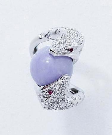 """Bague """"Trouble"""" en or gris 18 K, stylisant 2 serpents affrontés pavés de diamants brillantés, par Boucheron Expertisez.com"""