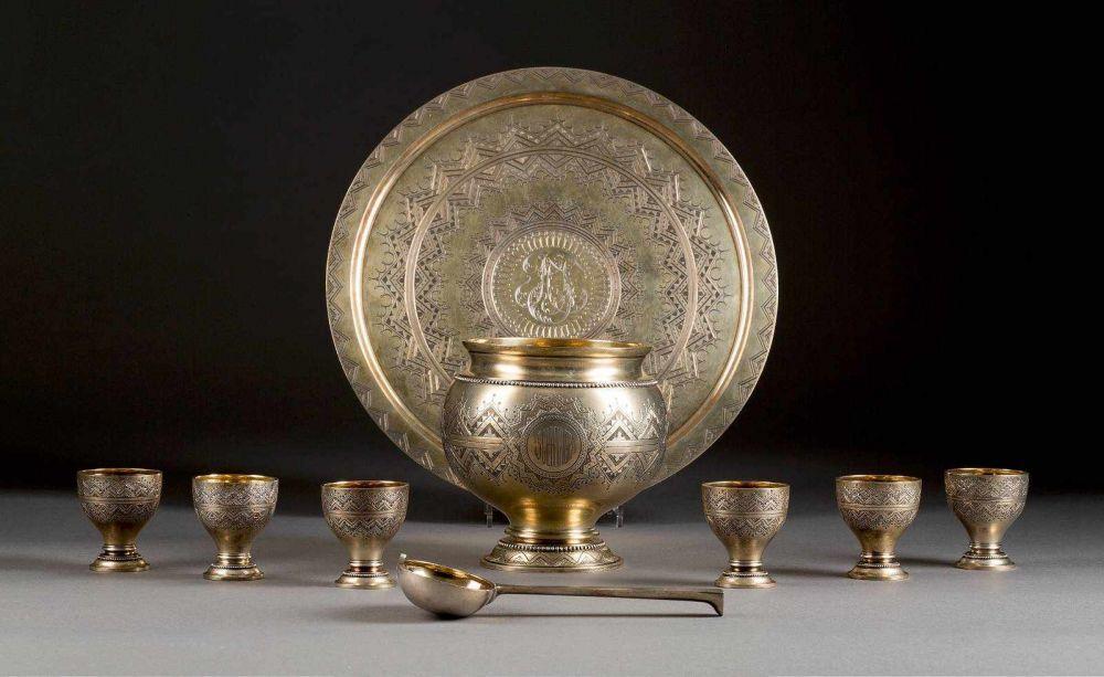 IWAN CHLEBNIKOW - Siebenteiliges Punschset, Silber, graviert und vergoldet, Russland 1889/1894