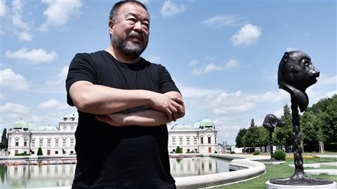 L'artiste Ai Weiwei pose devant son installations « F Lotus » à Vienne Photo: Hans Klaus Techt/AFP/Getty Images