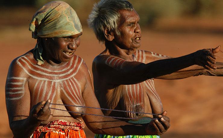 Mujeres aborígenes. Imagen de Chris Graham de Large Media