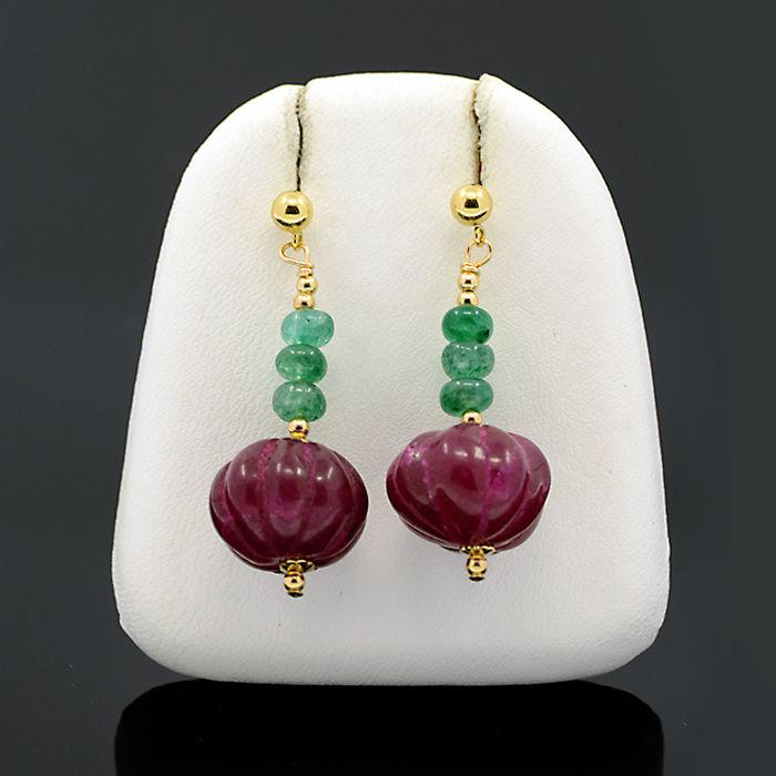 Pendientes en oro amarillo con esmeraldas y rubíes