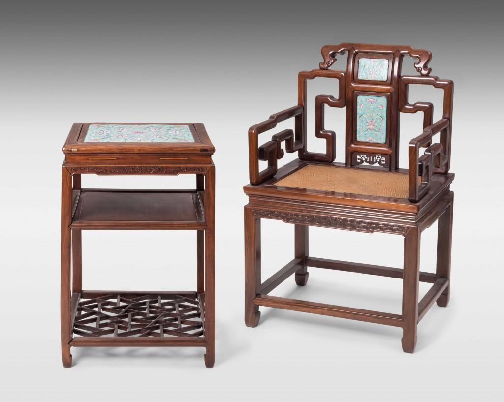 Beistelltisch und Armlehnstuhl (Fushouyi), Hartholz, Porzellan, China, Qing-Zeit/Republik