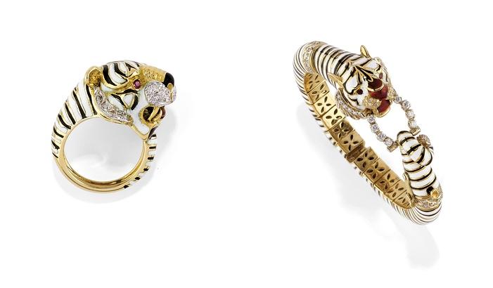 Links: FRASCAROLO - Ring aus Gold, Emaille, Diamanten und Rubinen Rechts: FRASCAROLO - Armreif aus Gold, Emaille, Diamanten und Rubinen