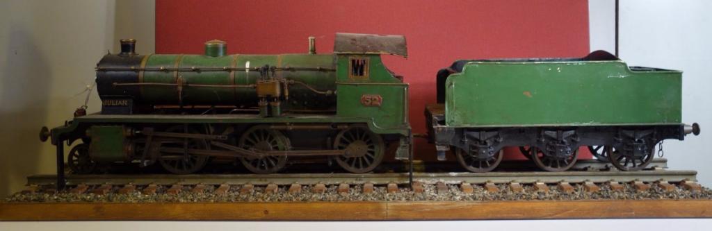 Maquette de locomotive de marque JULIAN portant le numéro 52 Estimation basse: 1 500 euros