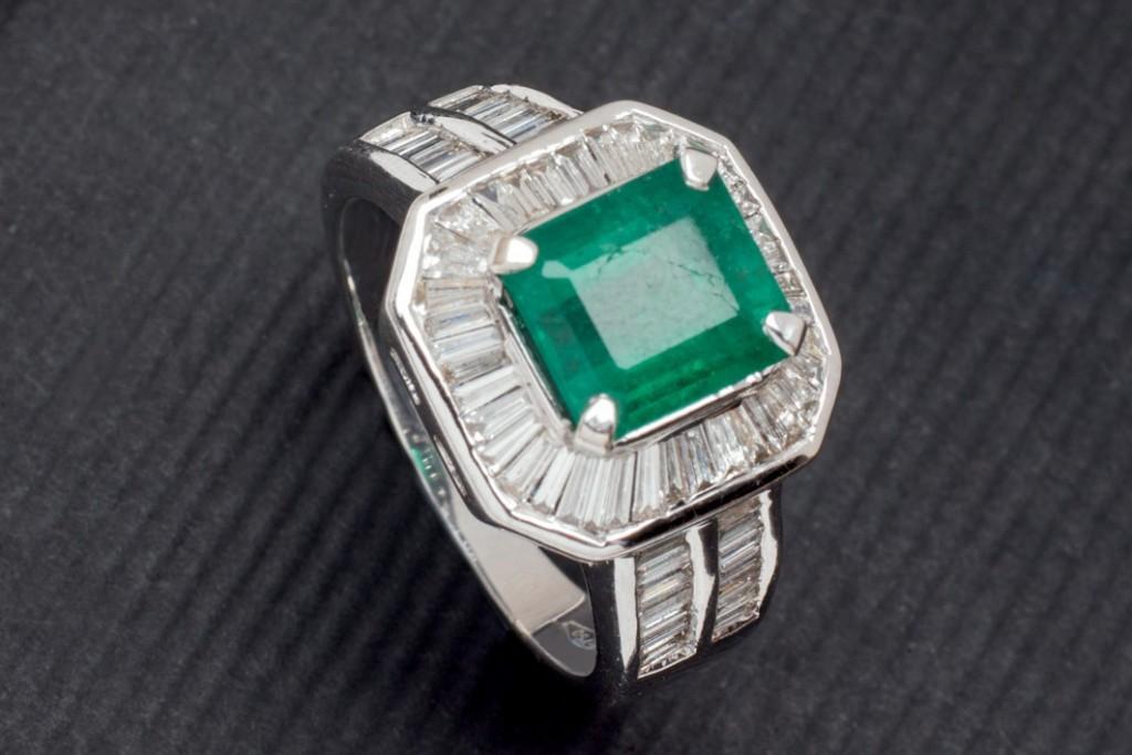 Weißgold-Ring mit Smaragd aus Sambia (2,17 ct) und Diamanten (0,75 ct) Startpreis: 3.750 EUR