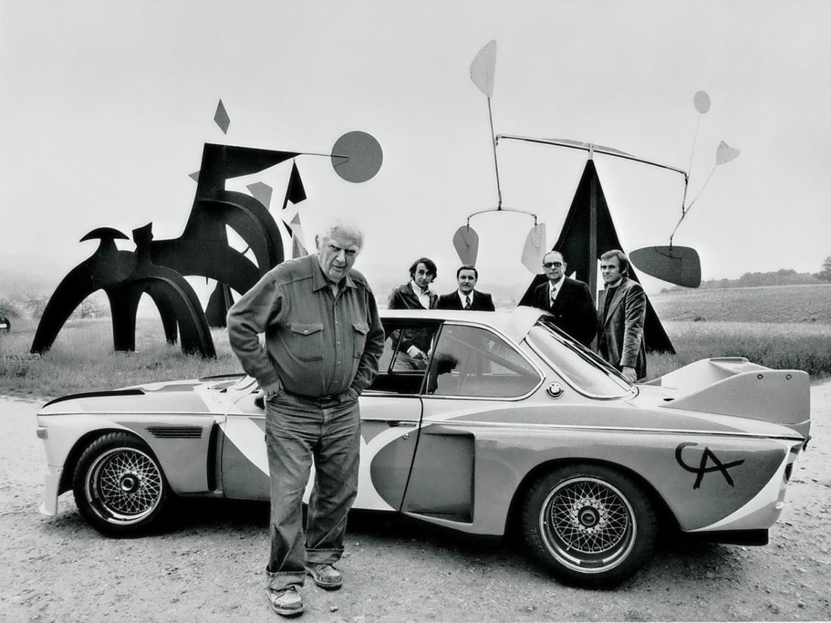 Alexandre Calder devant la BMW 3.0 CSL d'Hervé poulain Image: BMW Art Car