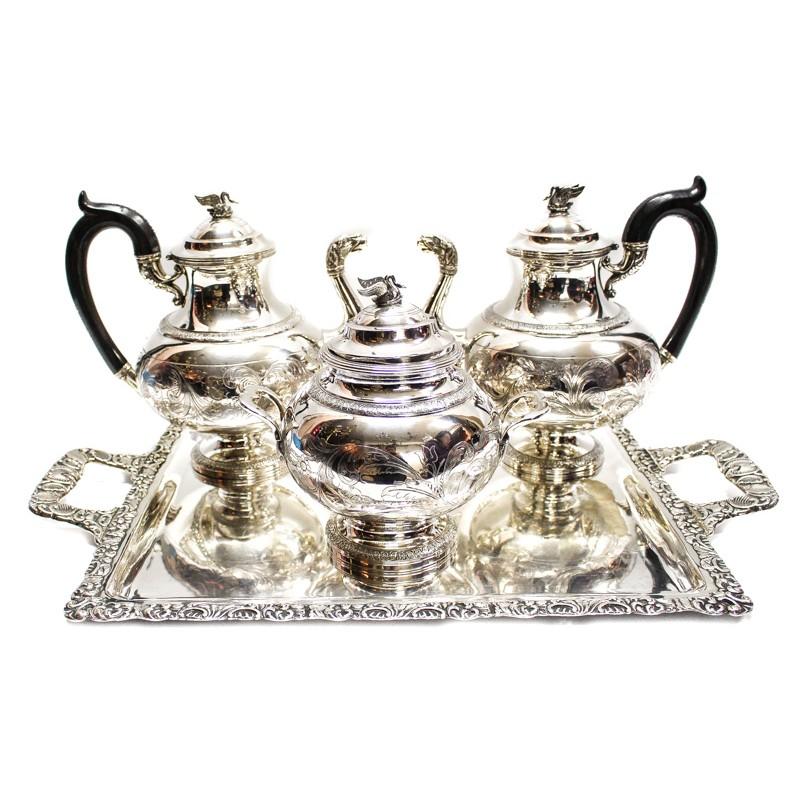 Servicio de café y té en metal plateado con decoración cincelada de roleos vegetales (siglo XX)