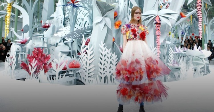 chanel-spring-2015-couture-setting-e1422376278381